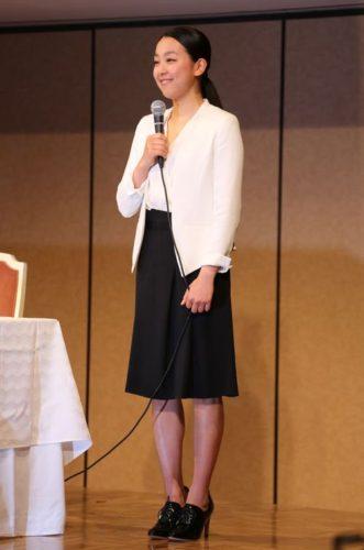 「浅田真央 引退会見 ファッション」の画像検索結果