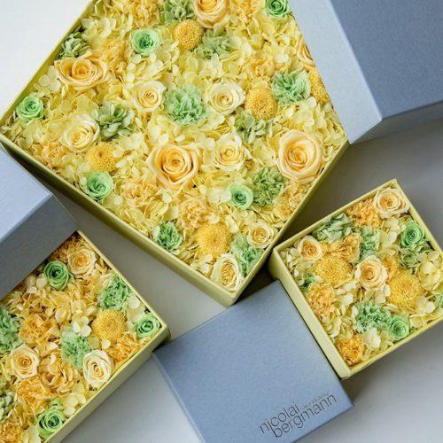 ニコライ バーグマンの夏限定フラワーボックス、シトラスイエローとライムグリーンの花々を詰め込んで