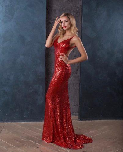 ポゴリラヤ 赤のドレス